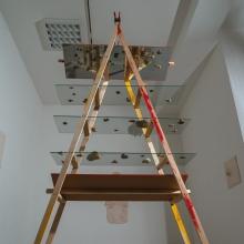 Jakobsleiter Konstruktion aus Holz, Glas, Spiegeln, Erde.